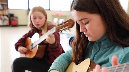 Students learning to play the classical guitar