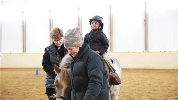 Horseback riding helps autistic students improve verbal, social skills (VIDEO)