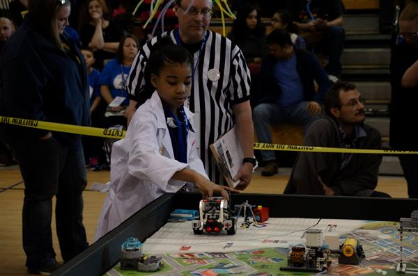 Students show grit at first robotics tournament (Photos)